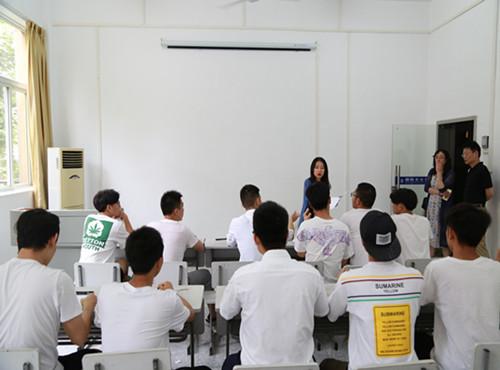 武汉船舶职业技术学院国际文化交流学院举行赴美游学团行前安全专题讲座